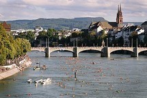 Swimming in the Rhine and drinks at Dreirosenbuvette